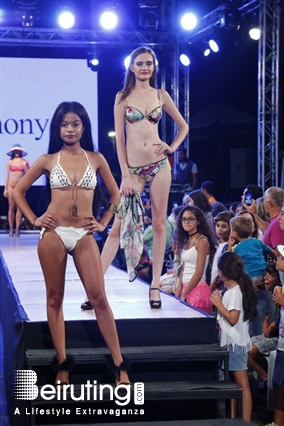 China. miss venezuela wardrobe malfunction